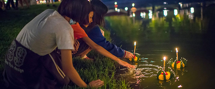 Join in the locals to experience the Loi Krathong Festival!