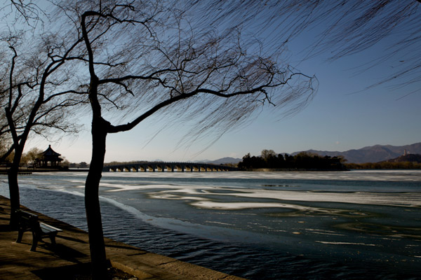 A frozen lake in a Beijing park offers a different scenery in winter.
