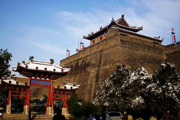 Visit the Ancient Great Wall in Xi'an in a sunny winter day.