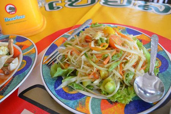 Green Papaya Salad (Tam Mak Houng)