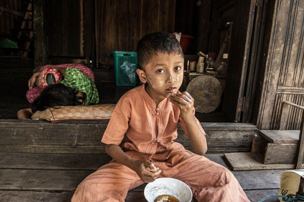 The people in Myanmar usually ate with fingers