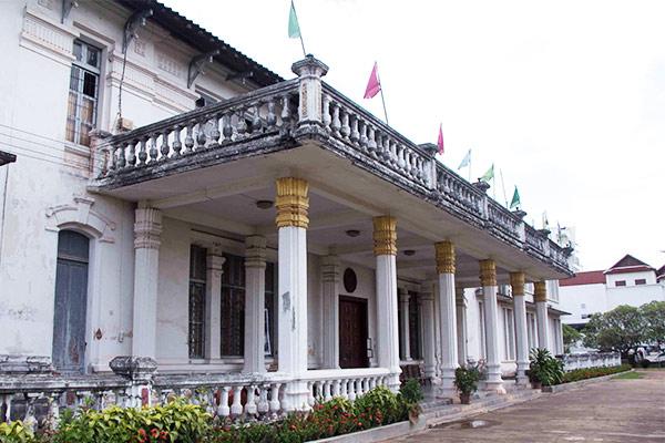 Hasil gambar untuk Lao national Museum 600 x 400